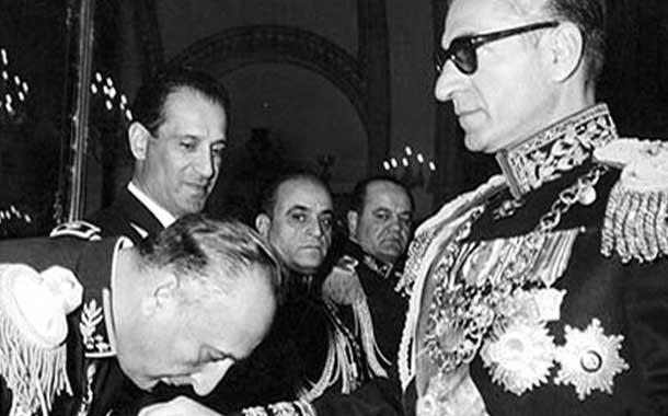 نارضایتی از فساد شاه و وابستگانش حلقه وصل انقلابیون بود